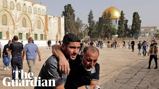 EUROPESE OMROEP | OPENN  | Israeli police clash with Palestinian protesters at al-Aqsa mosque