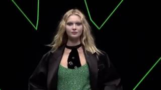 EUROPESE OMROEP | Armani | Emporio Armani Fall Winter 2018-19 Womenswear Fashion Show Video _ Post Meridiem | 1519567149 2018-02-25T13:59:09+00:00