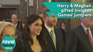 EUROPESE OMROEP | The Royal Family Channel | Wedding gifts? Prince Harry & Meghan Markle given Invictus Games' jumpers | 1524310964 2018-04-21T11:42:44+00:00
