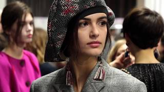 EUROPESE OMROEP | Armani | Giorgio Armani Fall Winter 2018-19 Womenswear Fashion Show Backstage | 1519499914 2018-02-24T19:18:34+00:00
