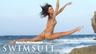 EUROPESE OMROEP | Sports Illustrated Swimsuit | Alexis Ren Wears Nothing But Flowers, Shows Off Puppy Love | Outtakes | Sports Illustrated Swimsuit | 1524239997 2018-04-20T15:59:57+00:00