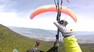 EUROPESE OMROEP OPENN Paragliders Collide And Fall 4,00