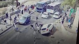 EUROPESE OMROEP | OPENN  | Jerusalem: CCTV shows moment Israeli car hits Palestinian amid clashes at al-Aqsa mosque