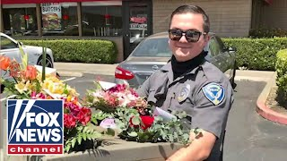 EUROPESE OMROEP | OPENN  | Officers deliver Mother's Day flowers after delivery driver's DUI arrest
