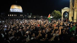 EUROPESE OMROEP | OPENN  | Israeli police intervene in people that gathered as they leave Al-Aqsa Mosque after dawn prayer
