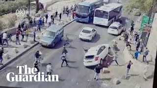 EUROPESE OMROEP | OPENN  | Israel: Footage shows moment car crashes into Palestinians after being pelters with stones