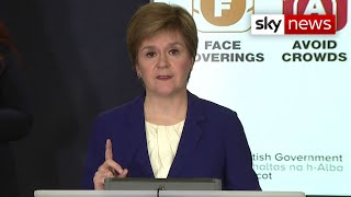 EUROPESE OMROEP | OPENN  | COVID restrictions eased in Scotland - Nicola Sturgeon allows hugs once again